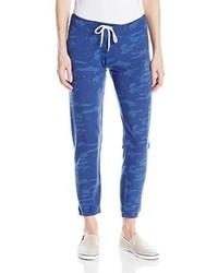 Синие спортивные штаны с принтом