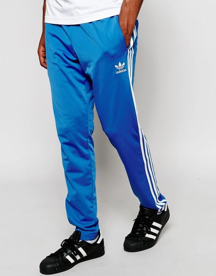 Мужские синие спортивные штаны от adidas   Где купить и с чем носить 52508e8dd54