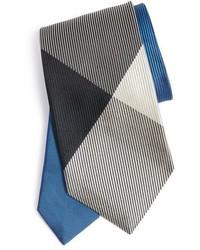 Синий галстук в клетку
