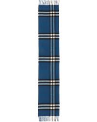 Синий шарф в шотландскую клетку
