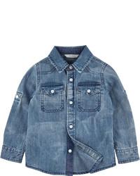 Синяя джинсовая рубашка с длинным рукавом