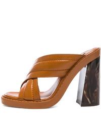 Табачные кожаные босоножки на каблуке