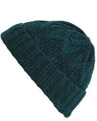 Темно-зеленая вязаная шапка