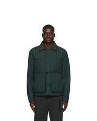 Темно-зеленая стеганая куртка с воротником и на пуговицах