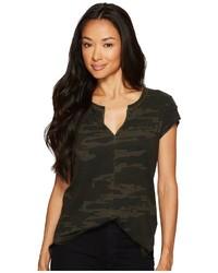 Темно-зеленая футболка с v-образным вырезом с камуфляжным принтом