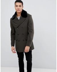 Темно-зеленое пальто с меховым воротником