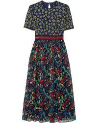 Темно-зеленое платье-миди с вышивкой