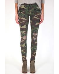 Темно-зеленые джинсы скинни с камуфляжным принтом