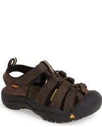 Темно-коричневые сандалии