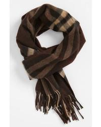 Темно-коричневый шарф в шотландскую клетку