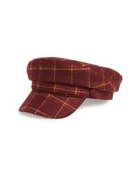 Темно-красная кепка