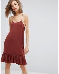 Темно-красное платье-комбинация