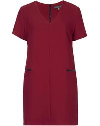 Темно-красное платье прямого кроя