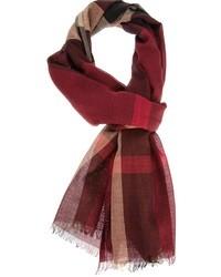 Темно-красный шарф в шотландскую клетку