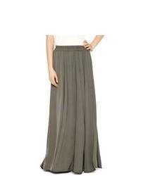 Темно-серая длинная юбка со складками