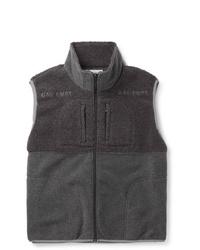 Темно-серая флисовая куртка без рукавов