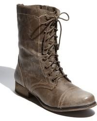 Темно-серые кожаные ботинки на шнуровке