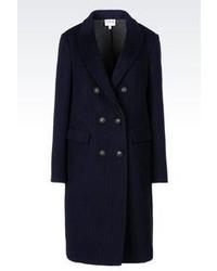 Темно-синее пальто в вертикальную полоску