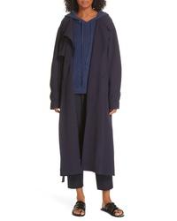 Темно-синее пальто дастер