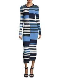 Темно-синее платье-свитер в горизонтальную полоску