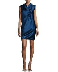 Темно-синее шелковое платье прямого кроя