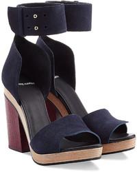 Темно-синие замшевые босоножки на каблуке