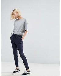 Темно-синие узкие брюки в вертикальную полоску