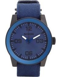 Темно-синие часы из плотной ткани