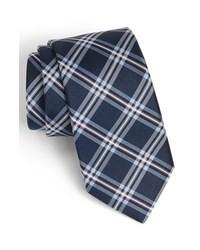 Темно-синий галстук в шотландскую клетку