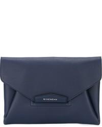 Темно-синий кожаный клатч от Givenchy