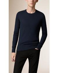 Темно-синий свитер с круглым вырезом в клетку