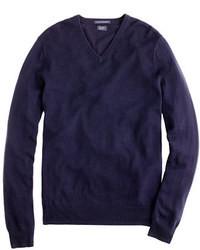 Темно-синий свитер с v-образным вырезом