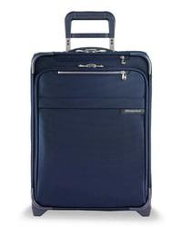 Темно-синий чемодан
