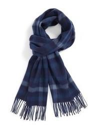 Темно-синий шарф в шотландскую клетку