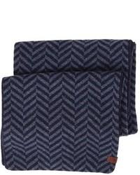 Темно-синий шарф с узором зигзаг