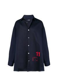 Темно-синяя джинсовая рубашка с принтом