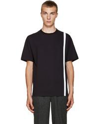 Темно-синяя футболка с круглым вырезом в вертикальную полоску