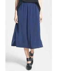 Темно-синяя юбка-миди со складками