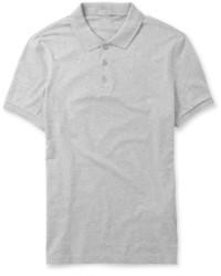 Любителям стиля smart casual придется по душе сочетание коричневых кожаных туфель дерби и футболки-поло.