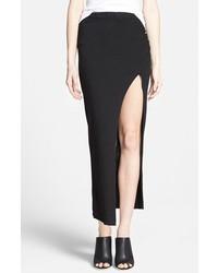 Черная длинная юбка с разрезом