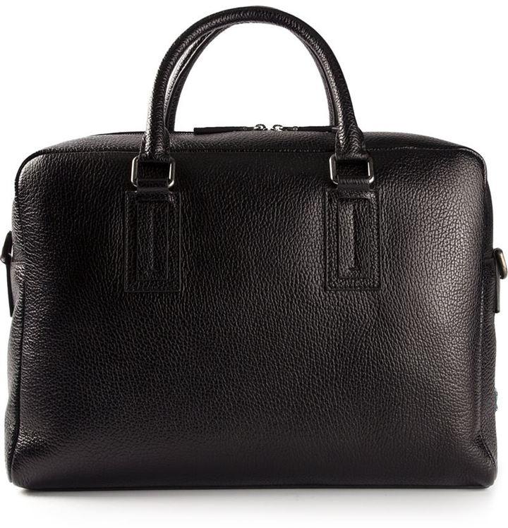 Дорожные сумки дольче габана человек который носит чемоданы в гостинице