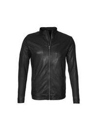 Черная кожаная куртка с воротником и на пуговицах