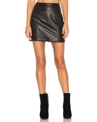 Женская черная кожаная мини-юбка