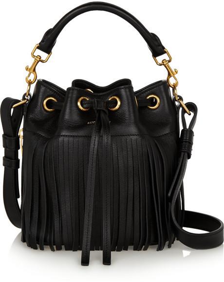 c3d4c154c745 Черная кожаная сумка-мешок c бахромой от Saint Laurent, 128 910 руб ...