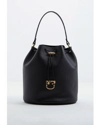 Черная кожаная сумка-мешок от Furla