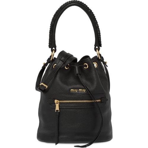 Черная кожаная сумка-мешок от Miu Miu