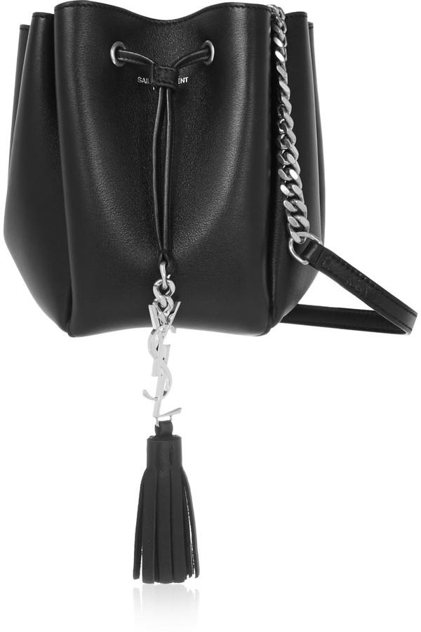 64150879ad8f Черная кожаная сумка-мешок от Saint Laurent, 64 188 руб. | NET-A ...