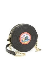 Черная кожаная сумка через плечо с принтом