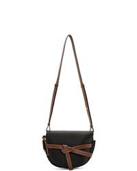 Черная кожаная сумка через плечо от Loewe