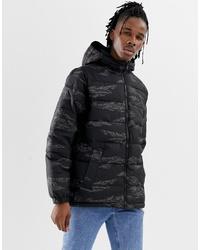 Мужская черная куртка-пуховик с камуфляжным принтом от Vans